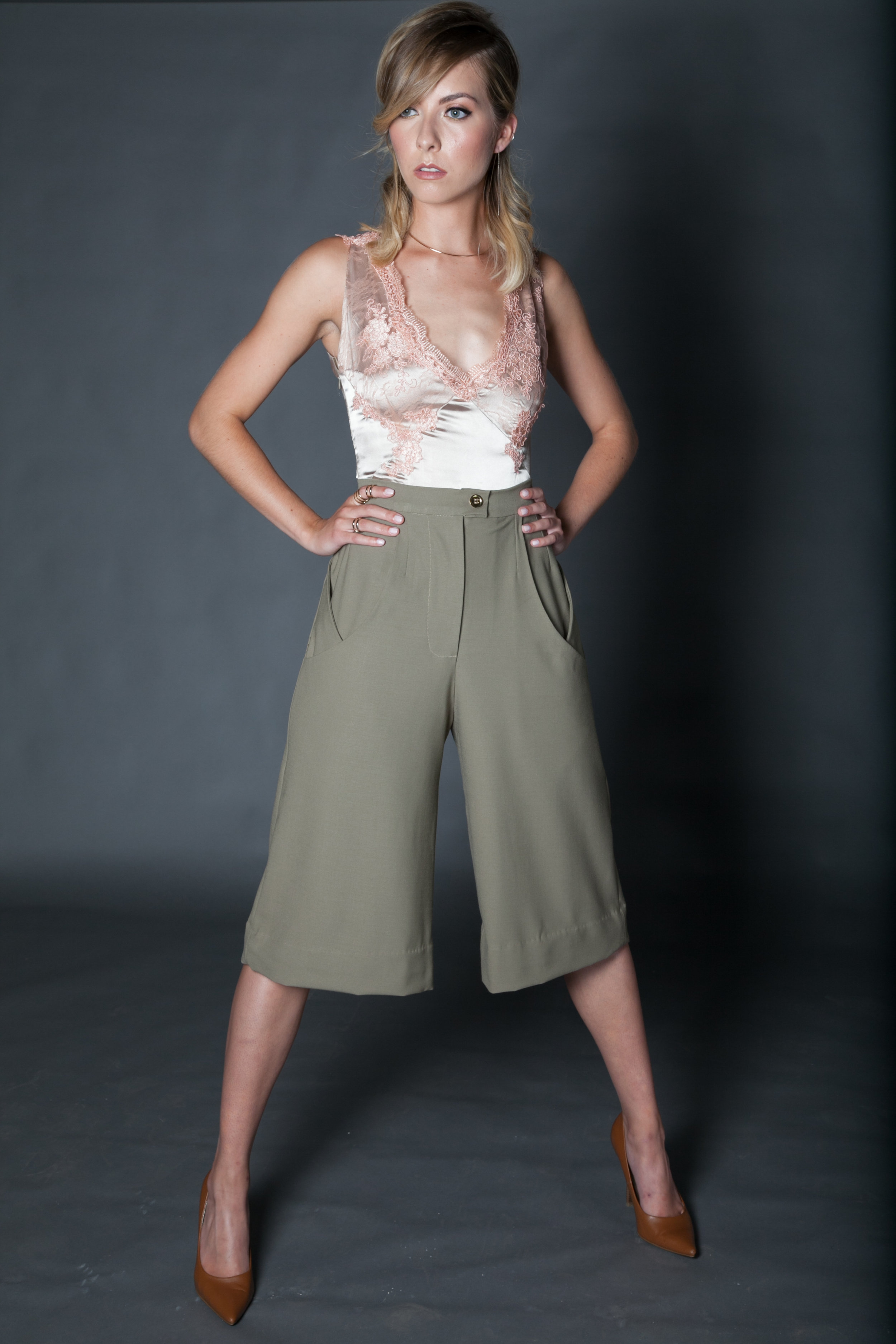 Wool suiting cropped trouser with signature pocket 1.jpg