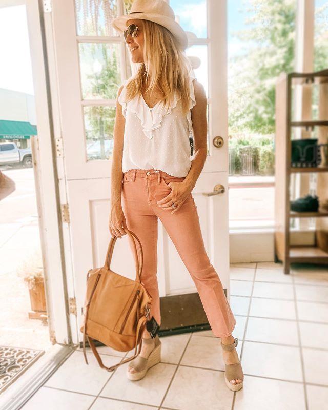 Take me to summer😎 #pinkpants #whiteblouse