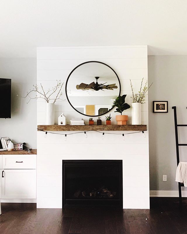 I had the absolute pleasure of working with my new friend, Suzy to style her fireplace . . . . Suzy has a natural creative eye and her fireplace itself is gorgeous. She was just struggling a little bit when it came deciding on what decor to choose for it . . . . I love the black mirror and what the addition of live plants did to brighten up the space. And can we talk about that geometric terra cotta pot? I'm in love 😍