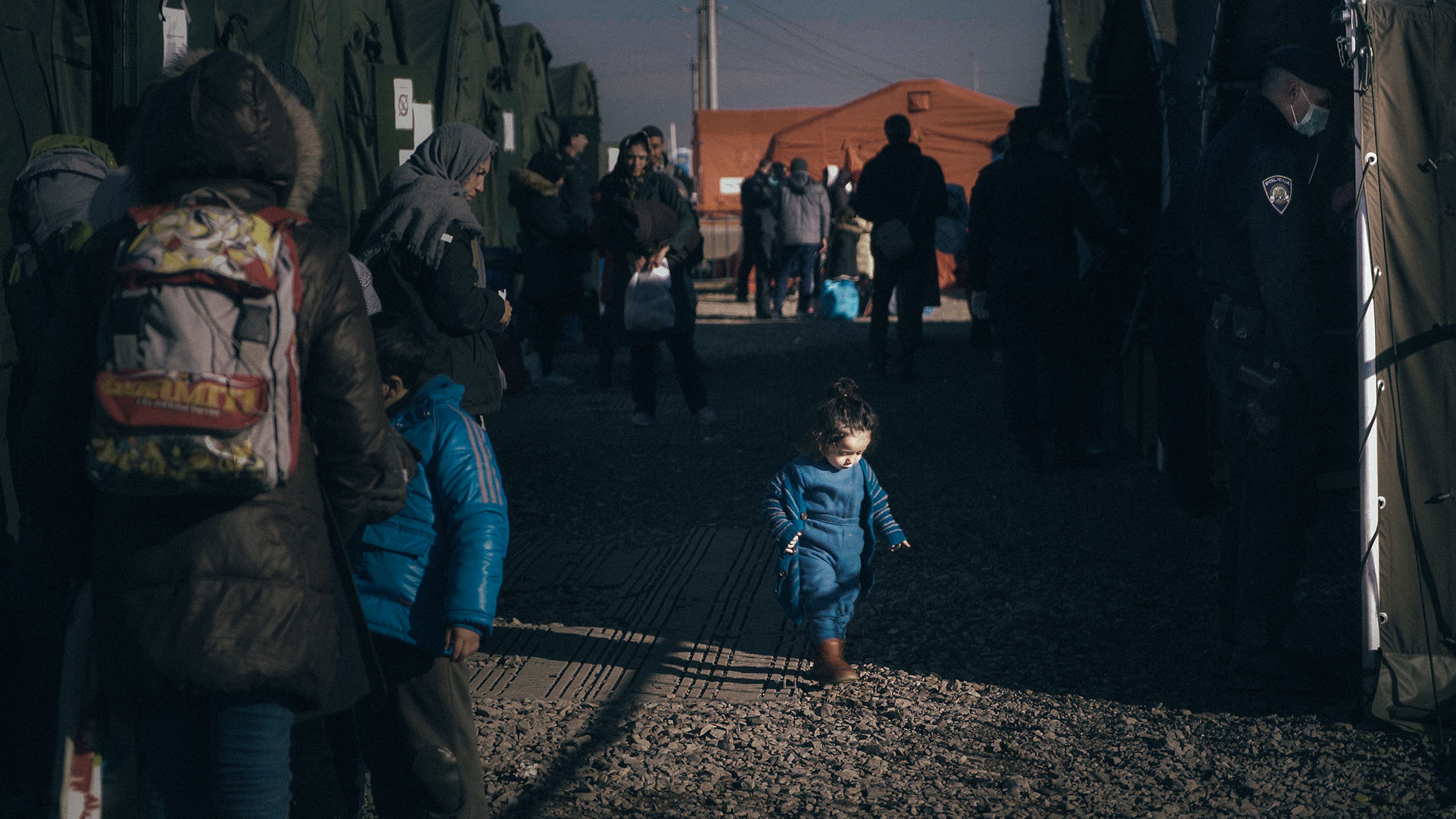 <p><strong>REFUGEE CRISIS</strong>Help those in need.<i>Learn More →</I></p>