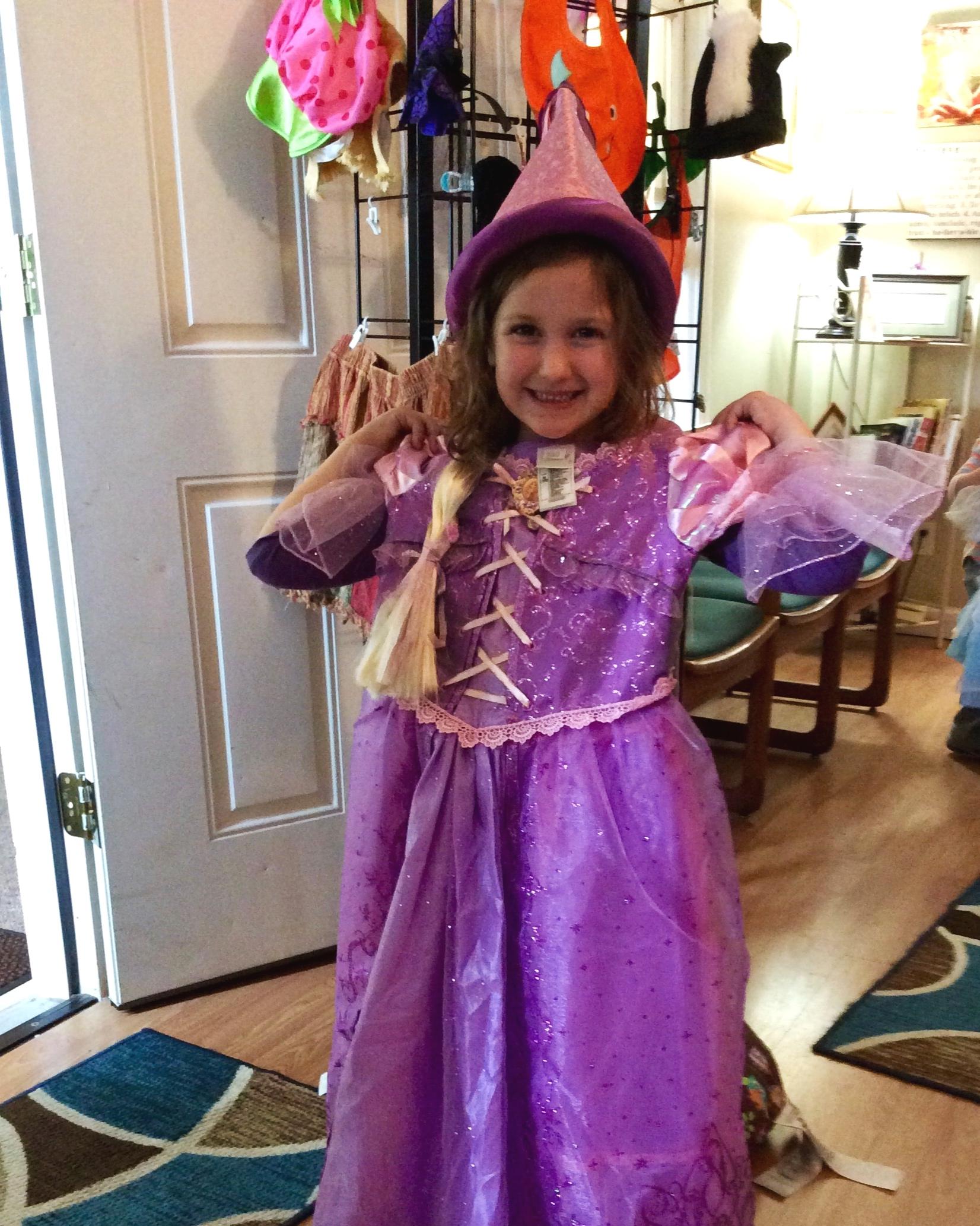 Copy+of+LLCMC+elsa+costume+girl.jpg