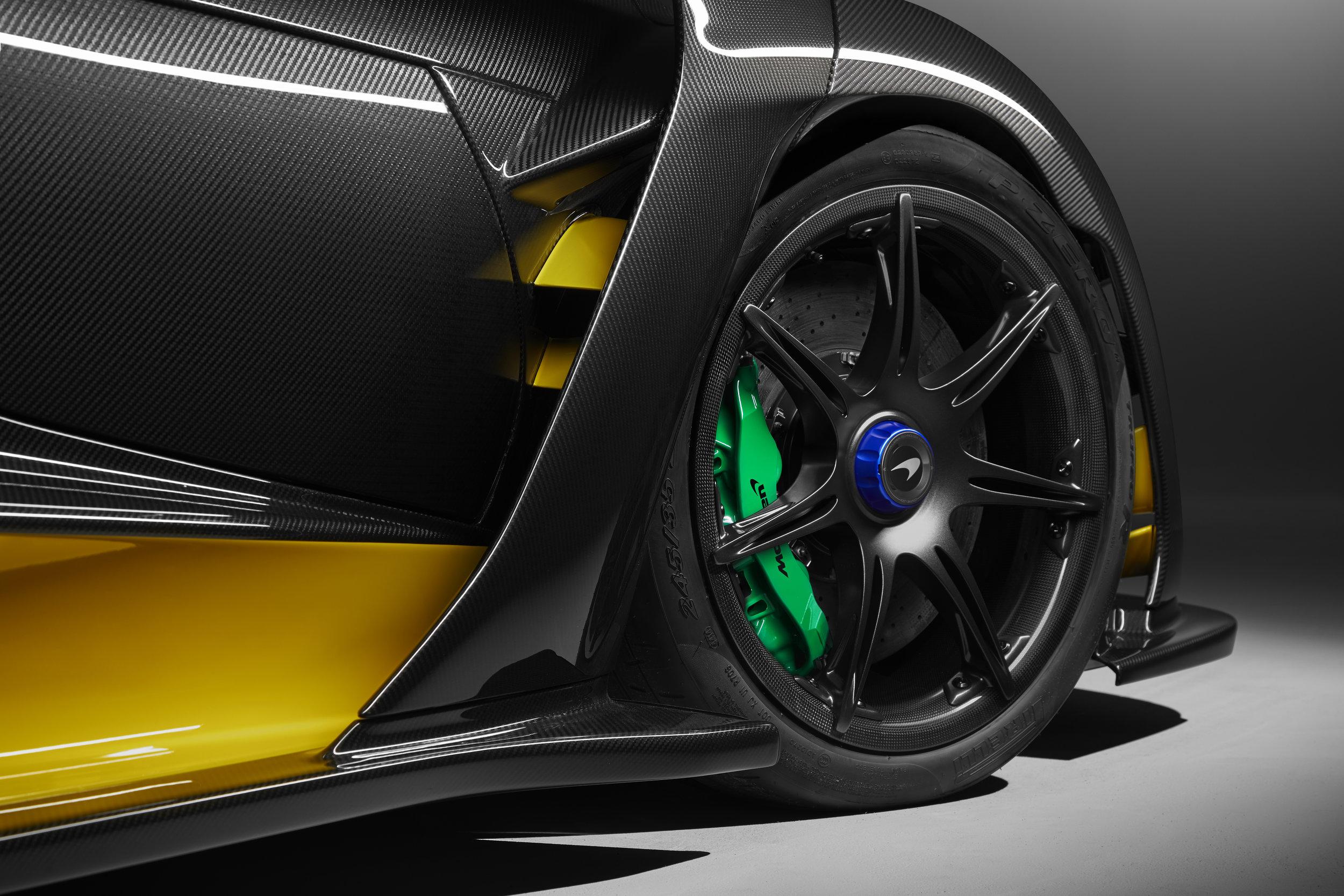 8953McLaren-Senna-Carbon-Theme-by-MSO_03.jpg