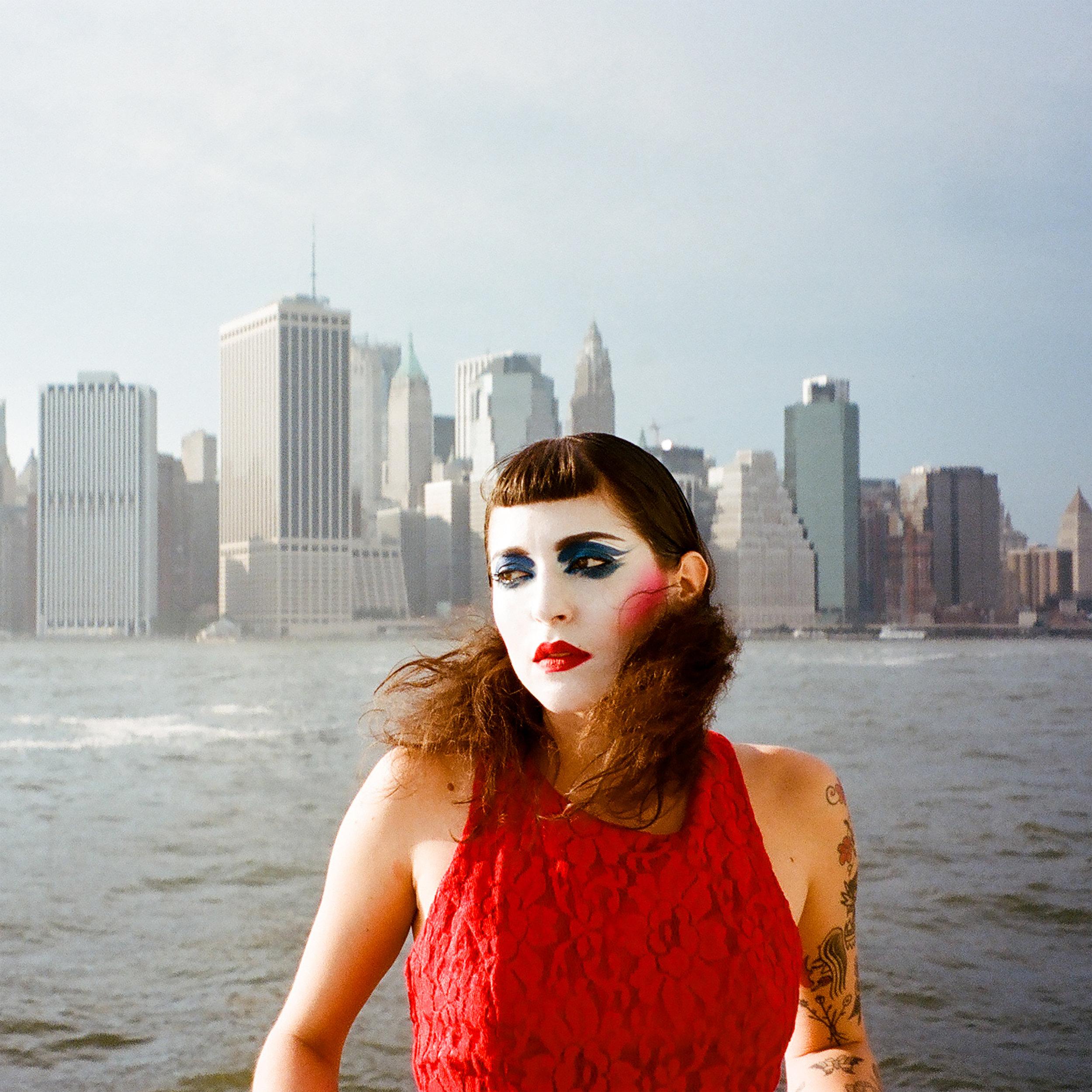 Lola Pistola_CURFEW_AlbumCOVER_SQ.jpg