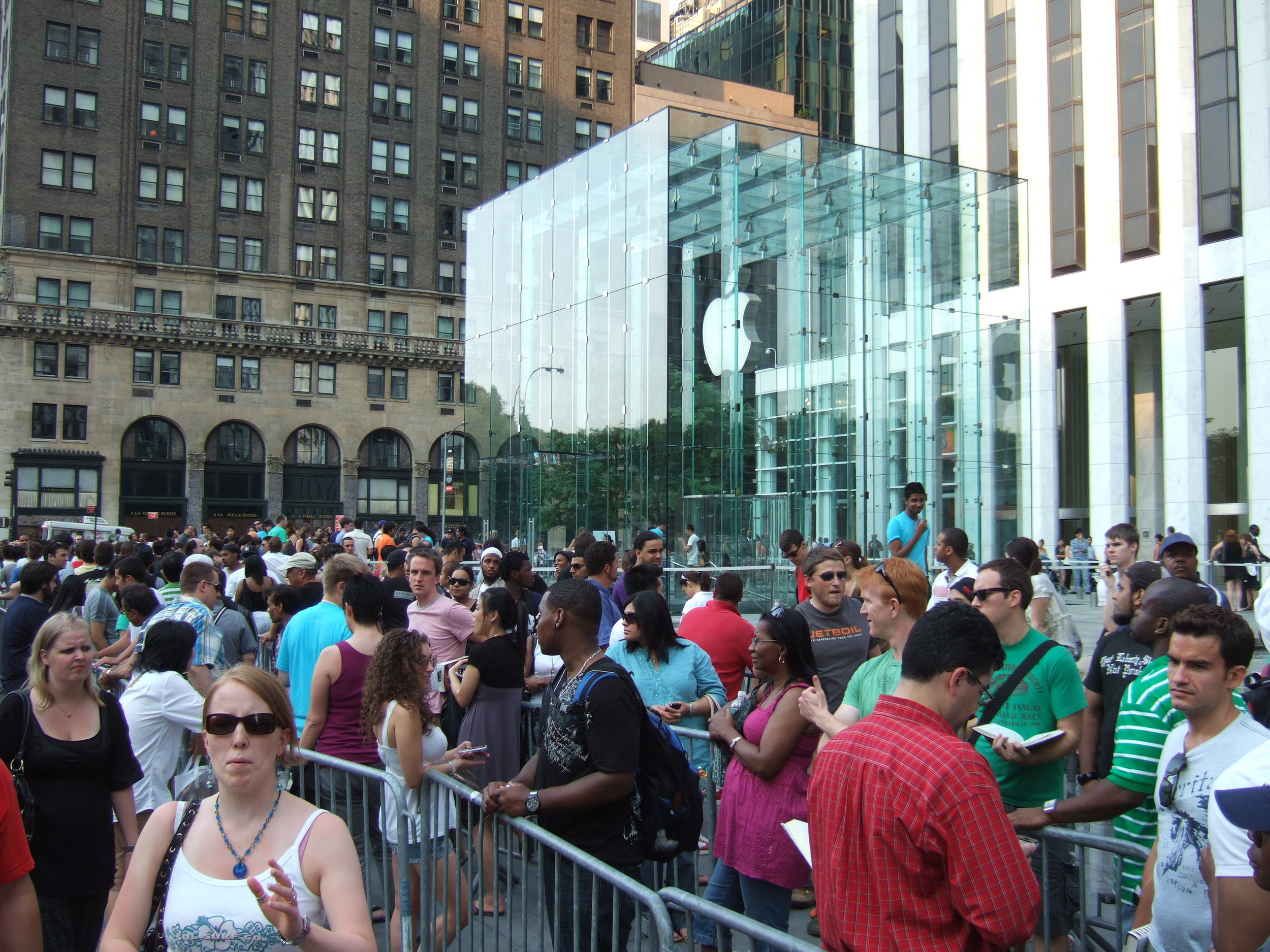 Customers wait in line for a new Apple product. Photo:  Rob DiCaterino