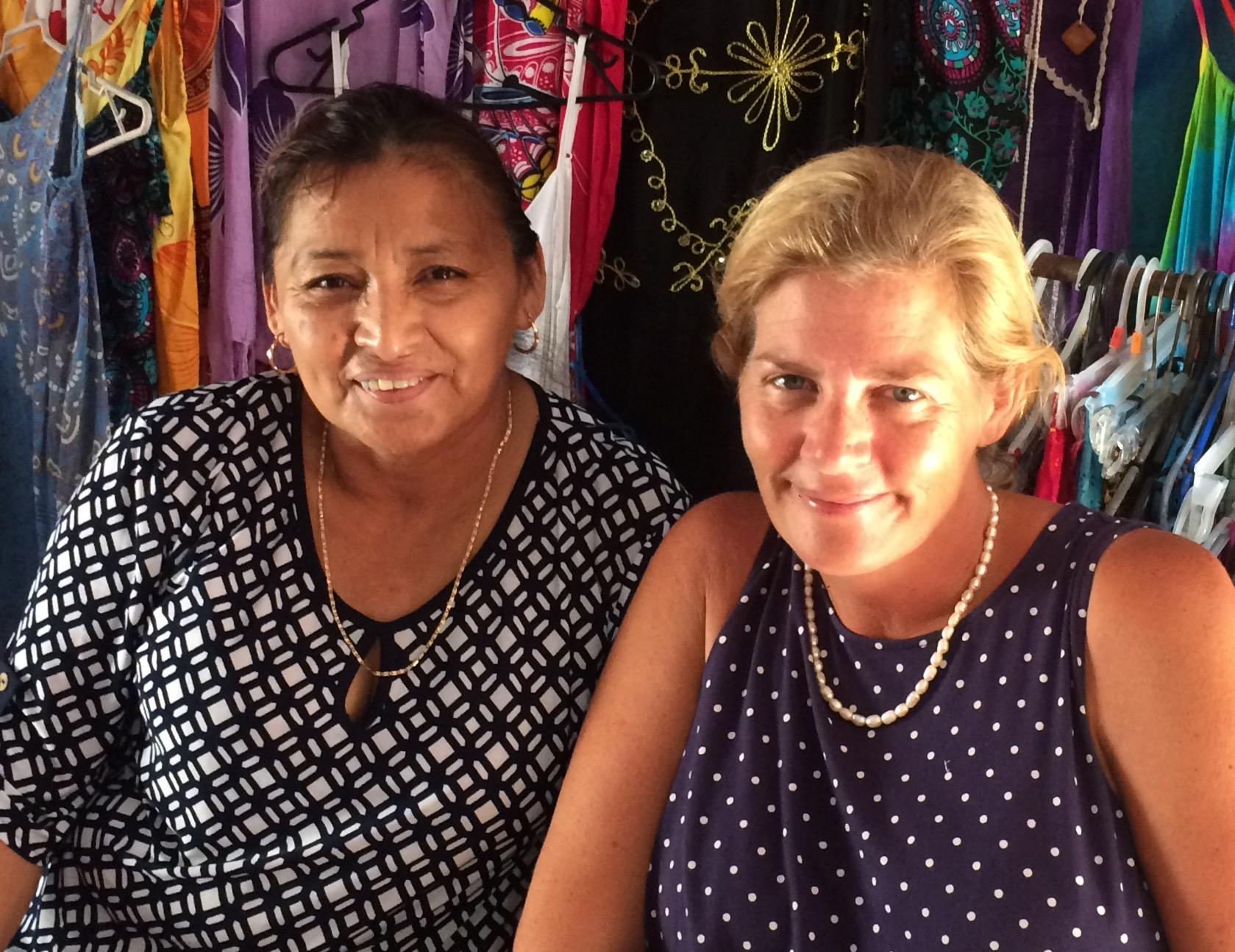 Toña Pool and Jill McCaughan, trabajando juntas para brindarle productos de Xkeban en Isla Mujeres (credito: Francesca McCaughan)