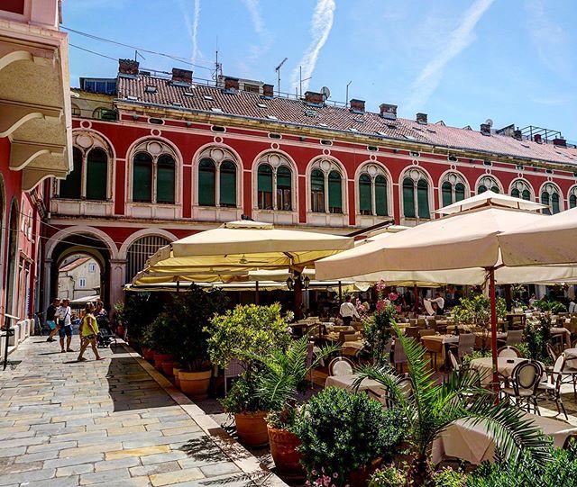 Lost in Croatia 🤷🏻♀️ . . . . . . . . . . #croatia #lifestyleblogger #travelblog #split #splitcroatia #love #a5100 #nycblogger #audré #nyc #Dubrovnik #got #Vienna #austrianarchitecture #architecture