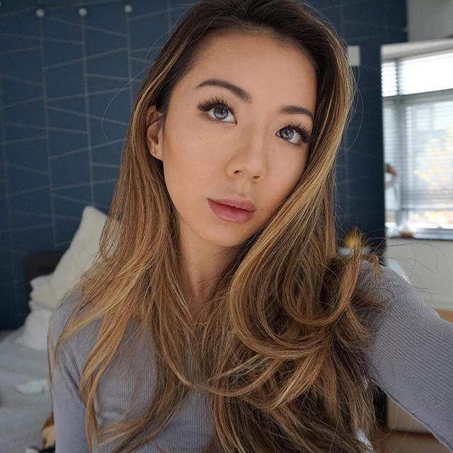 THANKFUL FOR GOOD LIGHTING 🙏🏻⠀ .⠀ .⠀ .⠀ .⠀ .⠀ .⠀ .⠀ .⠀ .⠀ #beautyirl #beautyblogger #motd #makeuplife #toofaced #glowy #lifestyleblog #audré #hairmodel #instabeauty #kerastase #selfieaday #keepsthedoctoraway