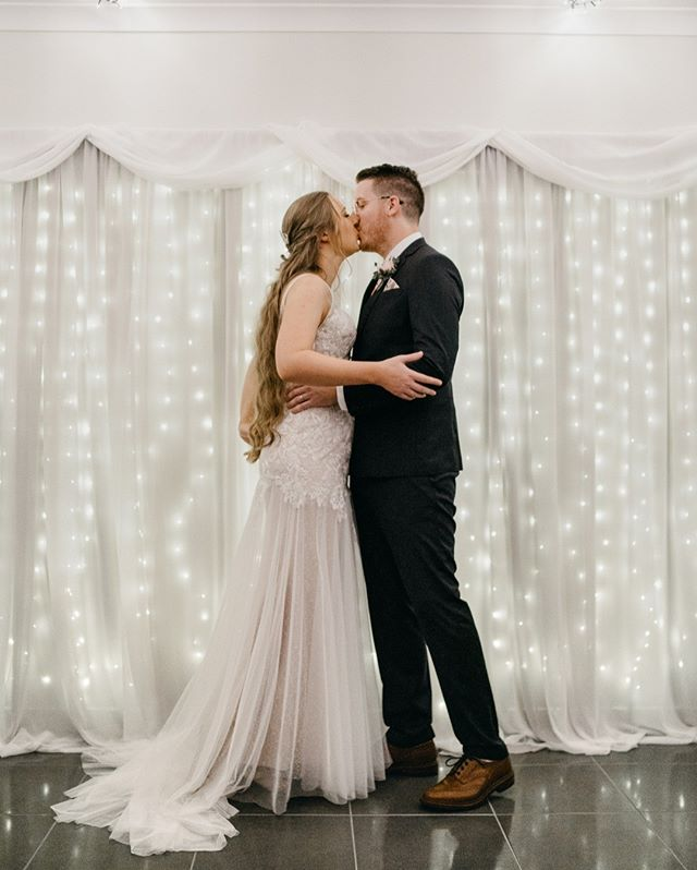 Remember how I said they got married in their living room? Here it is! ⠀⠀⠀⠀⠀⠀⠀⠀⠀ isn't it just the cutest setup?⠀⠀⠀⠀⠀⠀⠀⠀⠀ Hunting down venues can be a super stressful task, they can also make the budget redline before you know it - but you don't need to hire a venue because just like Hayley and Michael, the perfect spot for you to say your vows can be right in spot in you spend most of your time with your partner, your home. ⠀⠀⠀⠀⠀⠀⠀⠀⠀ At-home weddings are some of the most intimate and fun weddings I get to attend - they're often super relaxed while still oozing character and charm and best of all, they're super personal. If you've been thinking about it, I'll happily be that voice in your ear telling you to jump right into it! Shoot me a message or drop a comment below if you have any questions too, I'm more than happy to offer suggestions and help to those who are thinking about it. #weddingemotions #sundaysareforlovers #bridechilla #thebelovedstories #popupwedding #altwedding #awakenthesoul #bridaldress #graceloveslace #weddinggown #weddingstyle #weddingfashion #lacetrain #weddingdressgoals #intimatewedding #diywedding #diyweddingideas #athomewedding #homewedding #tinywedding