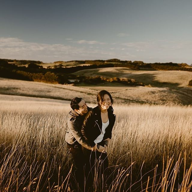 Needing all the warm and happy vibes on this cold, gloomy and foggy Melbourne morning.  #littlethingstheory #adventuresession #togetherweroam #radcouples #justalittleloveinspo #togetherjournal #heywildweddings #adventureinstead #wildhairandhappyhearts