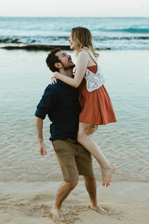 couples_engagement_photos_maui_beach_paia-5.jpg