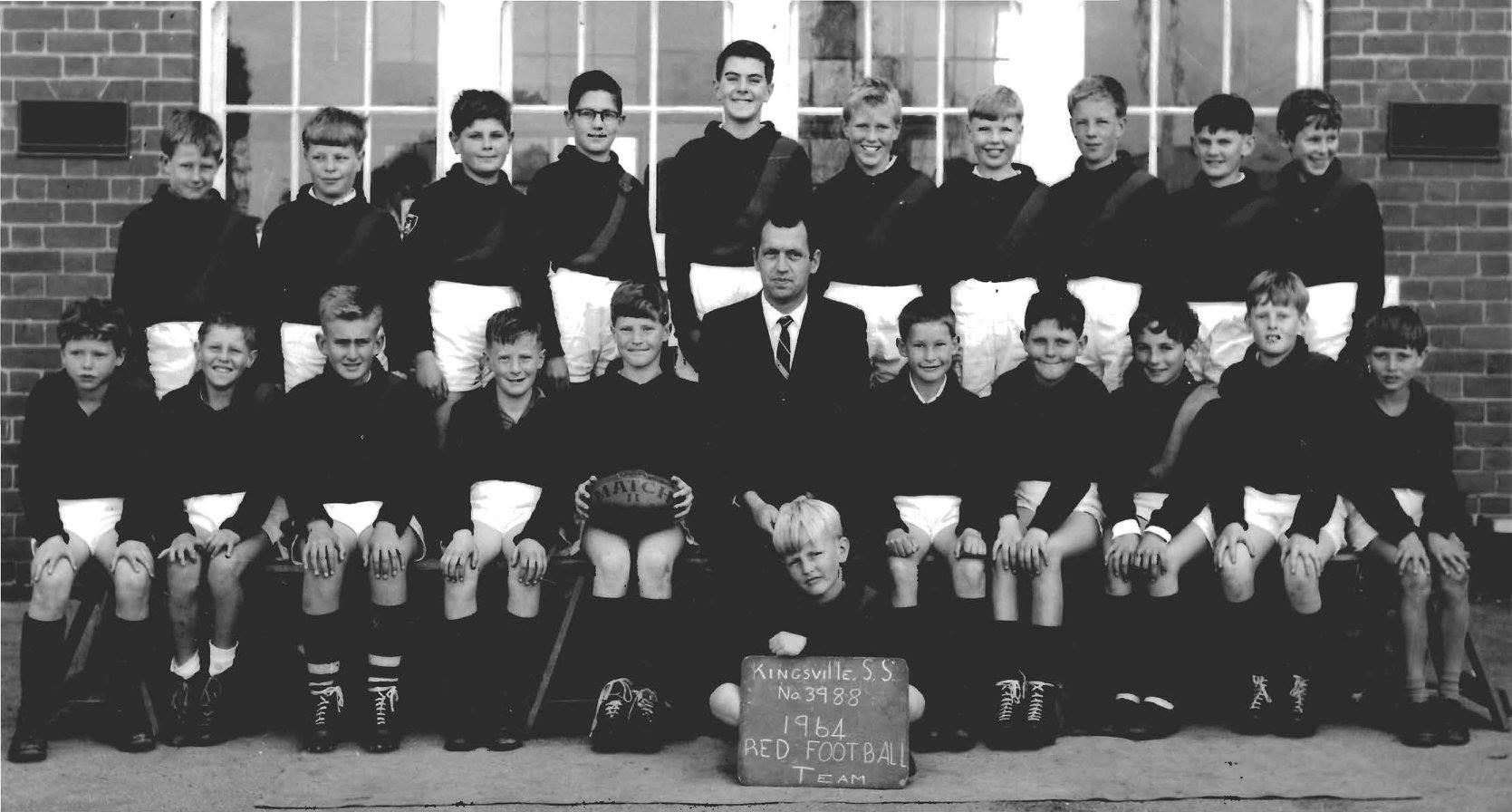 School football team, 1964
