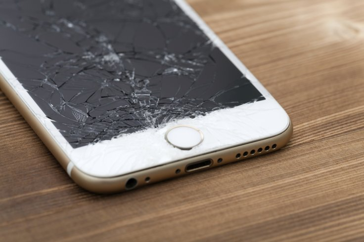 Should I buy mobile phone insurance? - A Quantitative Risk Analysis