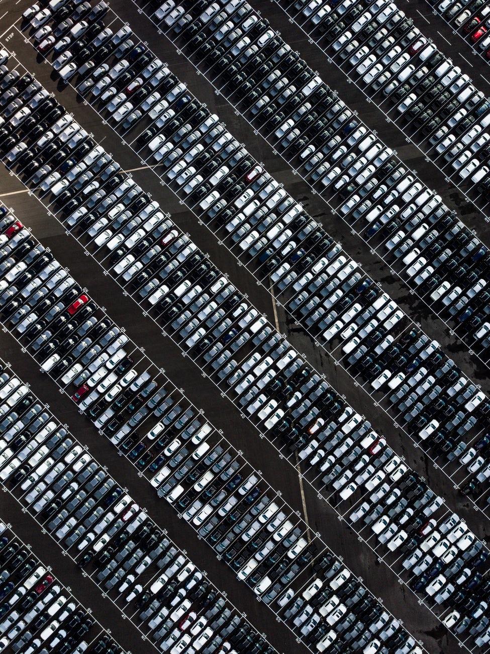 Fahrzeugbestand     Auf über 5000m² Verkaufsfläche 600 - 800 Fahrzeuge dauernd im Bestand vor Ort, spezialisiert auf alle führenden deutschen Automarken.