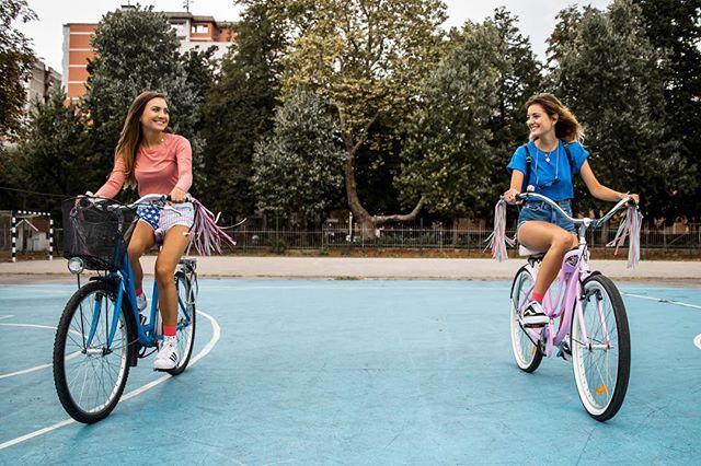Can we go back to the beginning of summer please? 🙏🏻🐟 📷 @jakasajovic . . . . #bingelci #streamers #urban #handmade #tassels #leather #fauxleather #sloveniandesign #girlshavefun #cycling #bikelife #cruiser #summerday #favouriteseason #dowhatyoulove