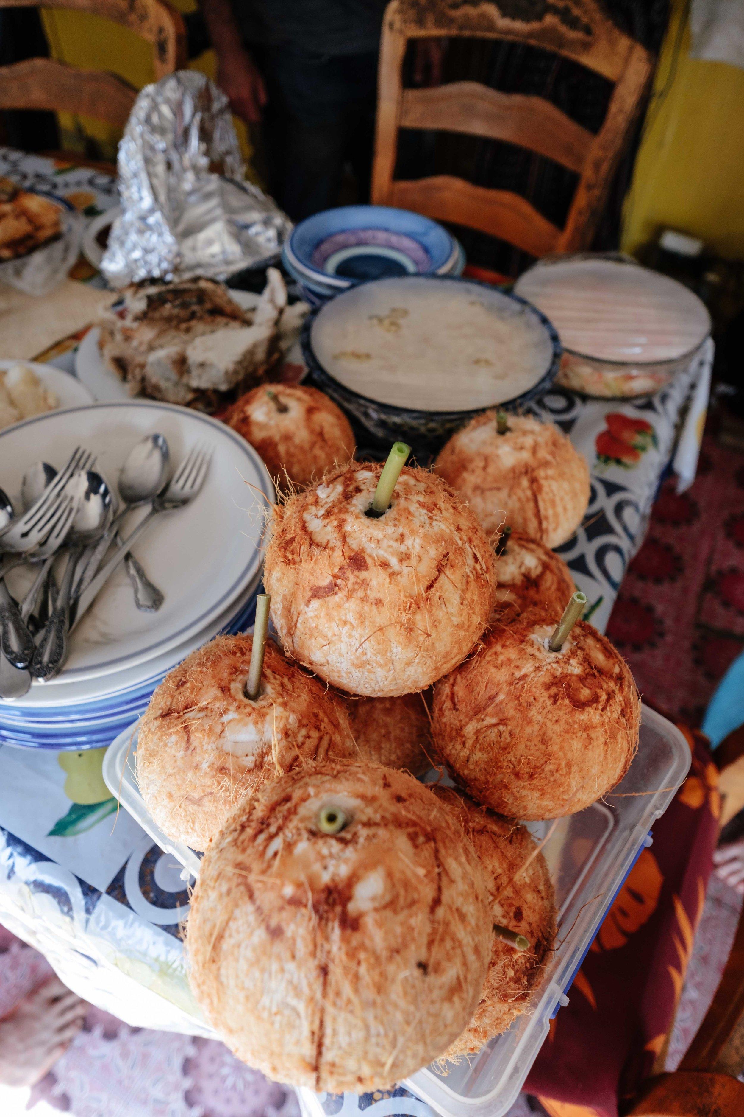 Le tout étant bien sur accompagné de la typique noix de coco avec paille végétale (une tige de feuille de papayer) ;) !