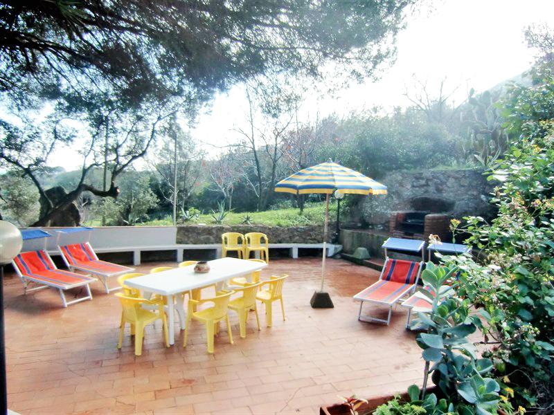 Villa terrace dining