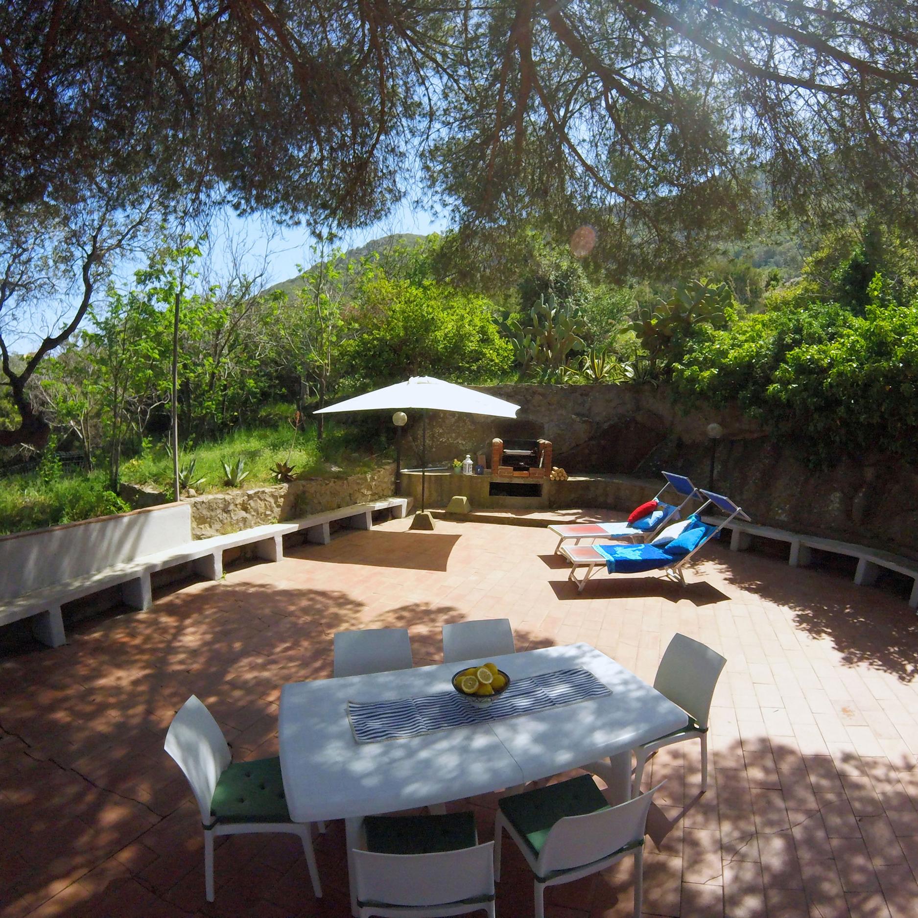 la nostra casa vacanza ha una terrazza dall'aperta