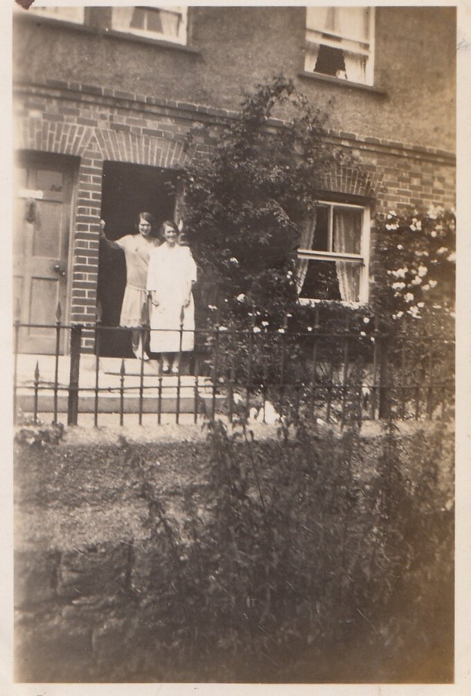 Paradise cottage, Mrs Fawsey and Lily (1929)
