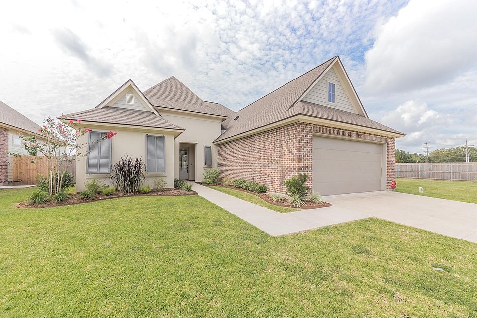 $285,200 106 Tennyson Dr - Broussard, LA 70518 - Available