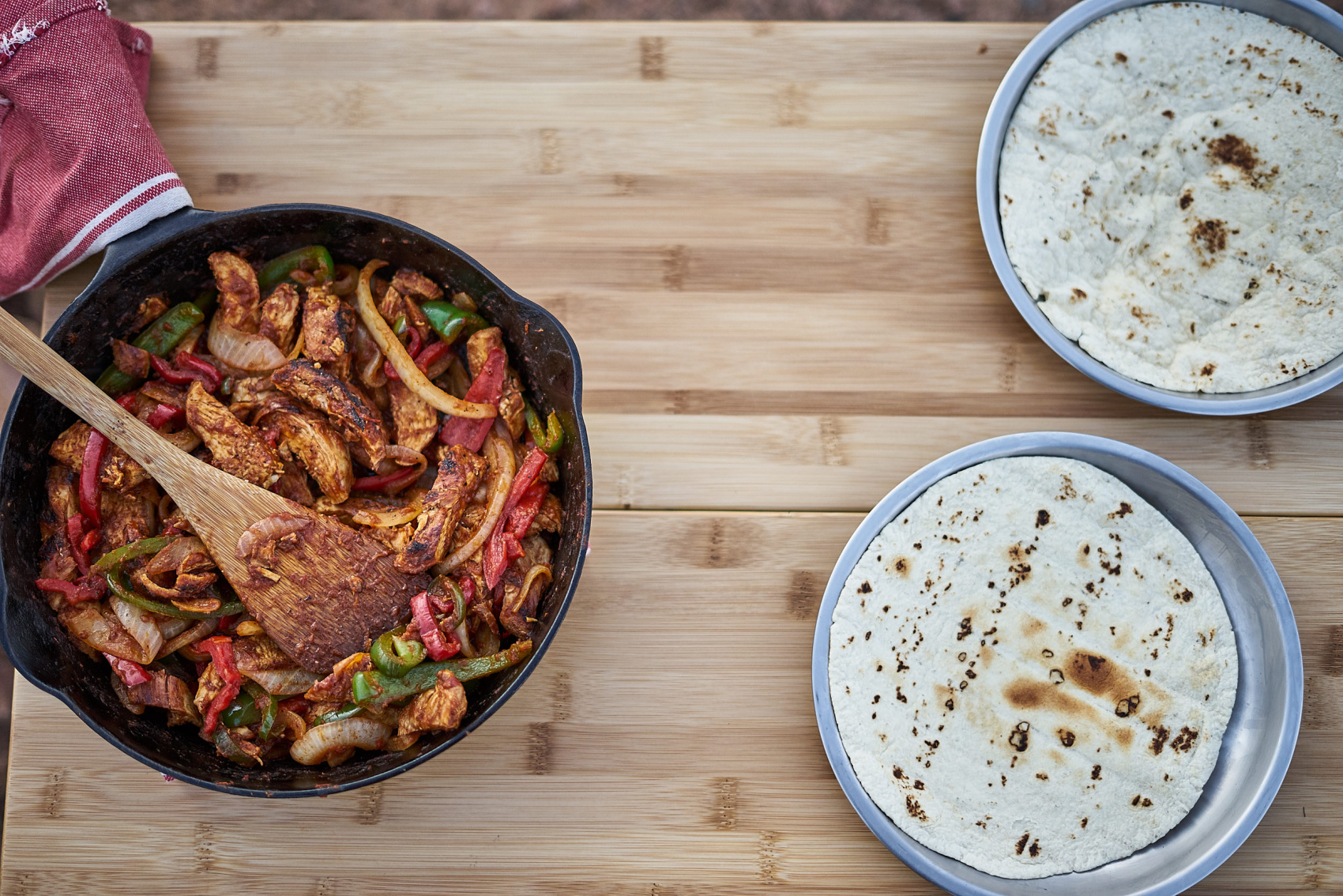 Camp dinner recipe - grilled chicken fajitas. Easy and simple for a large group. www.amandaoutside.com
