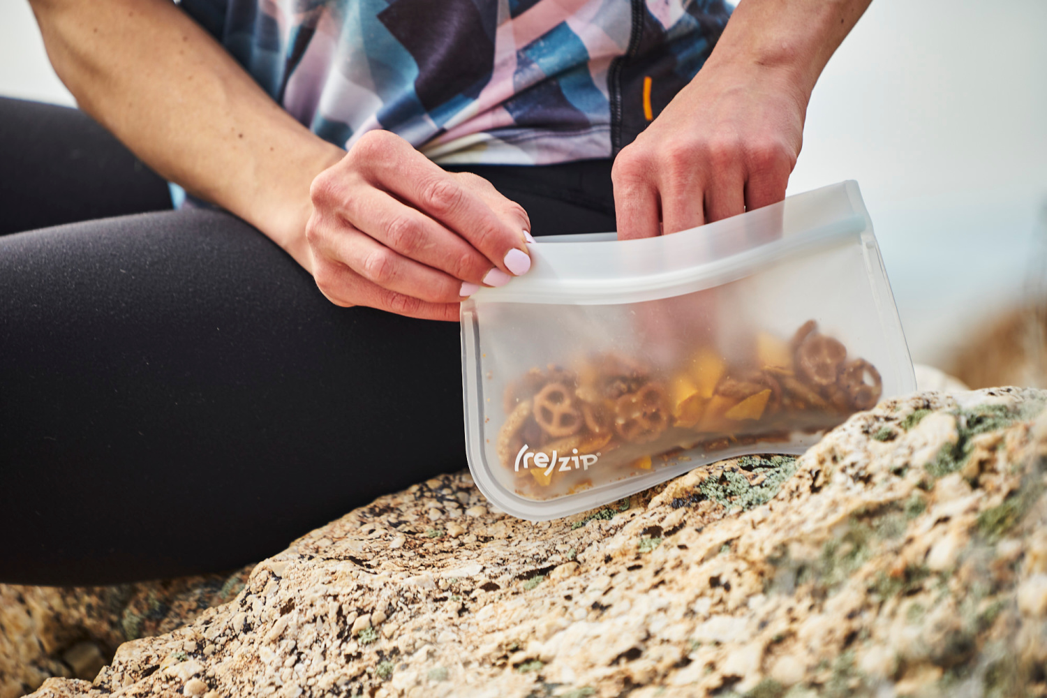 What are the best reusable bags for hiking snacks? In this post I review all the reusable bags I've tried and round up my favorites for hiking snacks! www.amandaoutside.com
