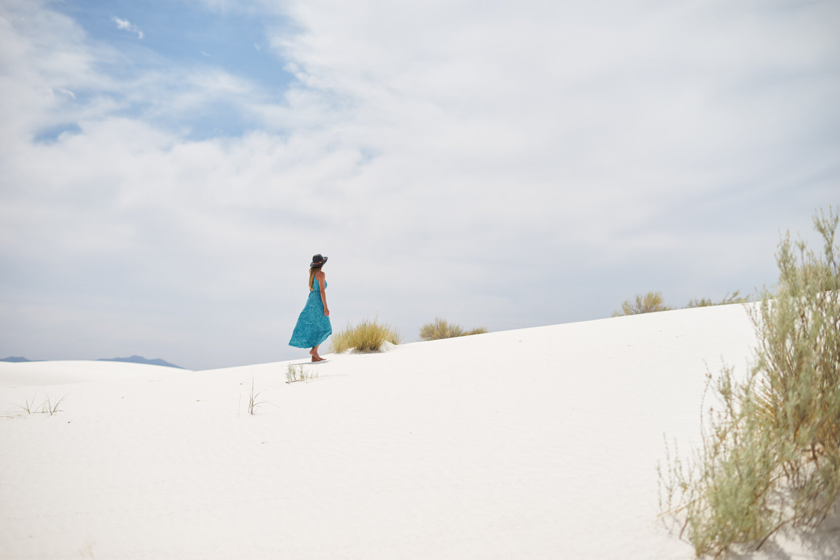 White Sand Dunes National Monument - your guide to planning a trip by Amanda Outside. Click through for information on the best time to visit, the hiking trails, how to get backcountry camping permits, and other fun things to do like sledding! www.amandaoutside.com