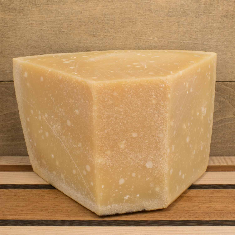 Parmigiano-Reggiano-Bertinelli-1.jpg