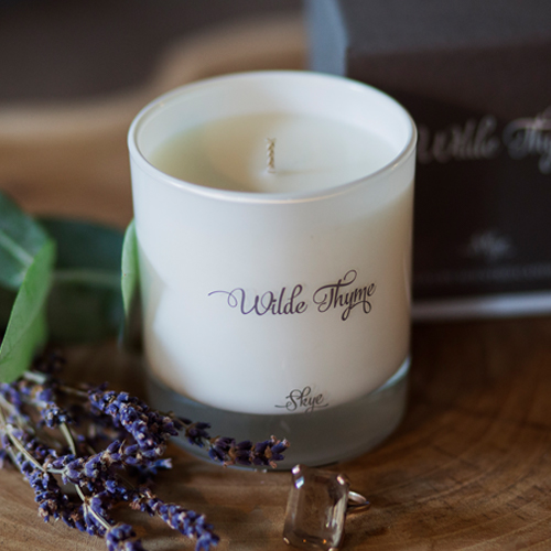 Skye   SPICY:  A richly intense fragrance of bergamot and lemon leaf, warmed with sunny spices and enhanced with fresh eucalyptus and lavender. An exotic base note of amber, frankincense and musk.