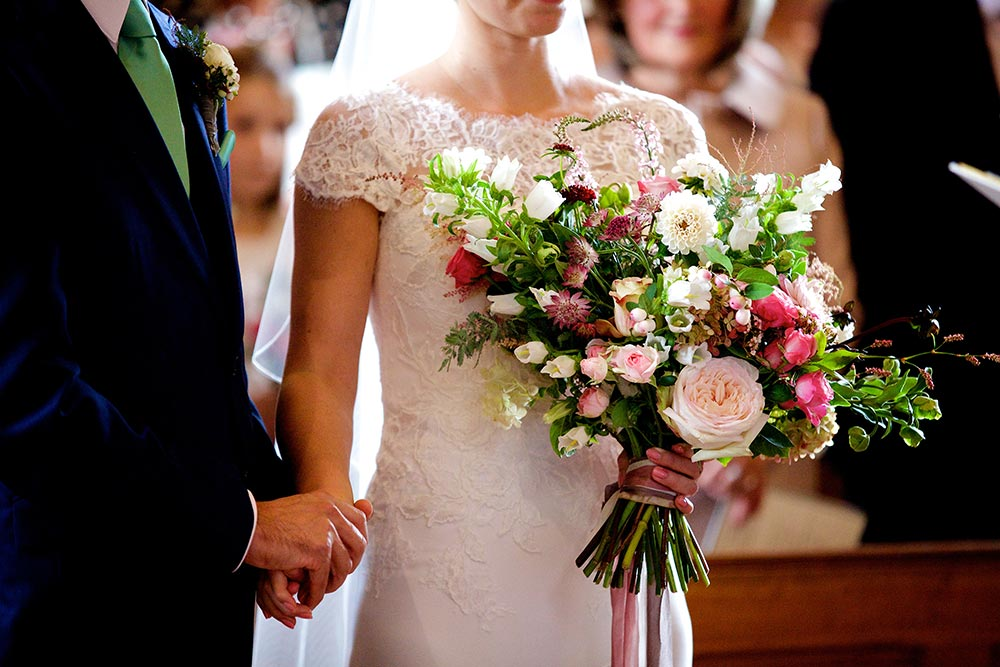 7-wilde-thyme-wedding-flowers-bridal-bouquet-garden-roses.jpg