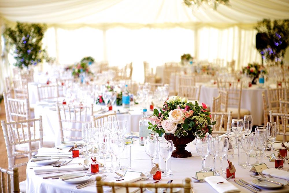 8-wilde-thyme-wedding-event-florist-flowers-tabel-decor-urn-arrangment-garden--roses.jpg