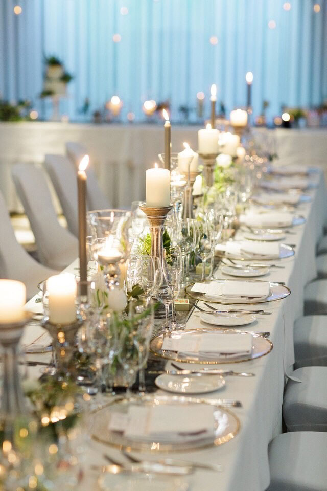 4-wilde-thyme-wedding-table-decor-banquette-style.jpg