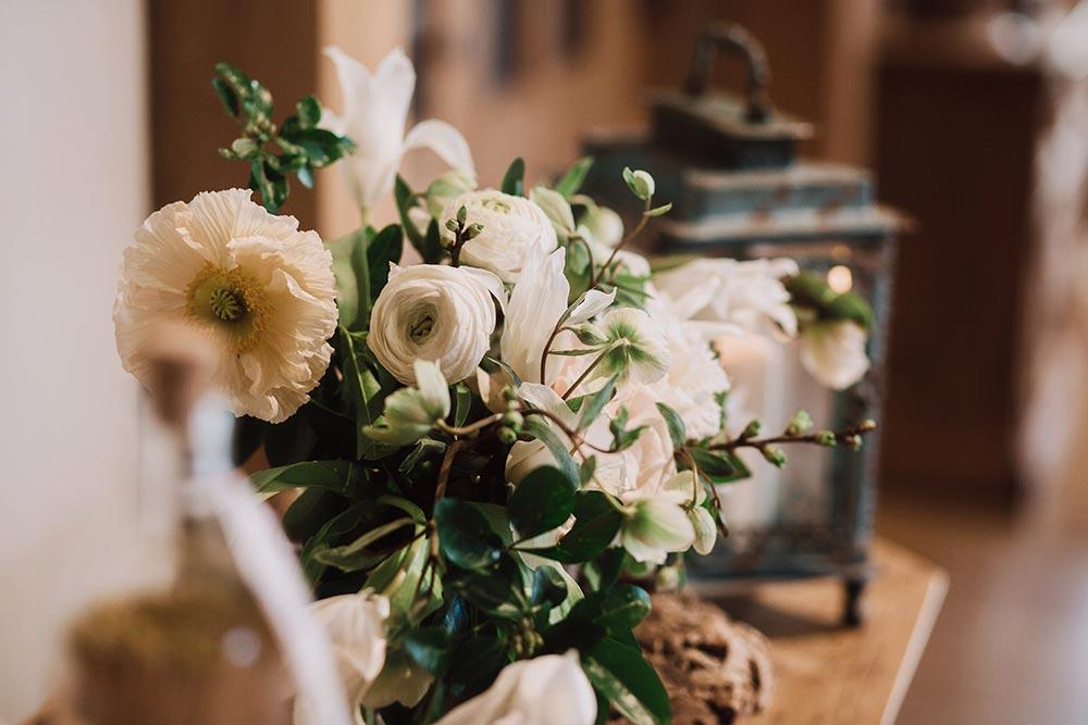 3-wilde-thyme-wedding-flowers-white-spring.jpg