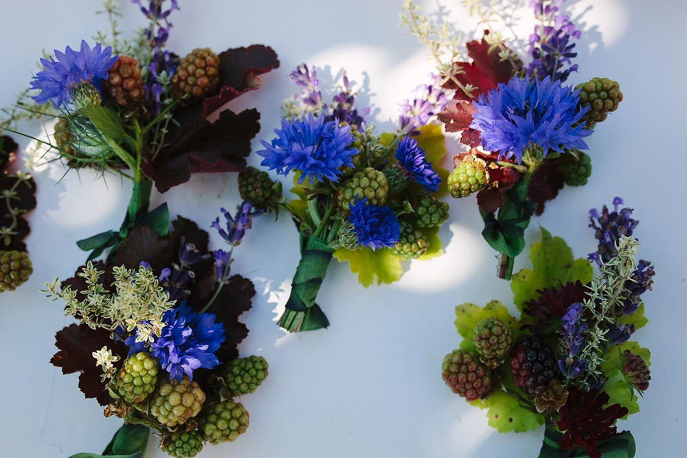 1-wilde-thyme-wedding-event-flowers-buttonholes-details-silk-ribboning.jpg