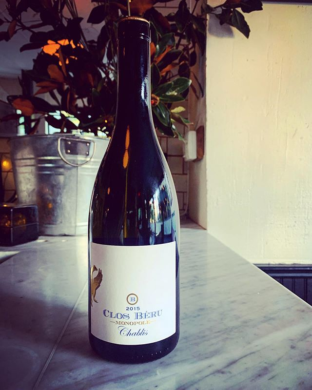 "New Burgundy Chardonnay ""d'exception"" on our list! Chablis Clos Beru Monopole 2015. Depth, complexity and energy from a beautiful domaine. For (very) special occasions ✨🍇✨ #naturalwine  #chablis  #burgundy  #frenchbistro #fortgreene"