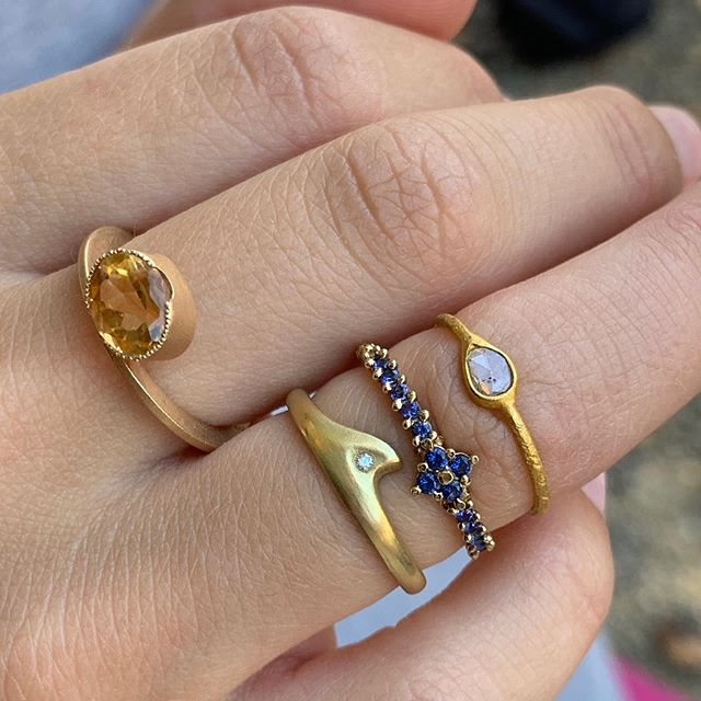 Sunday ring stack.  Sunny and blue skies are smiling... . . . #randdlosolivos @amynthejeweler @rutareifenjewelry @east_fourth_street @dianedorseydesigns #handmade #artisanjewelry #finejewelry #gold #diamonds #sapphires #losolivosca