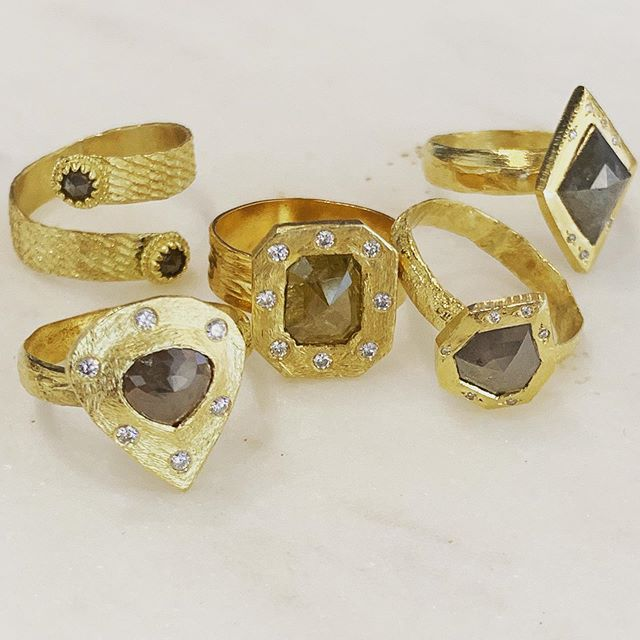 Stunning new handmade one-of-a-kind 18kt and natural diamond rings in from Amyn. . . . #rawdiamond #naturaldiamond #gold #diamond @amynthejeweler #losolivosca #randdlosolivos #handmadejewelry #artisanjewelry #showmeyourrings #rings #finejewelry