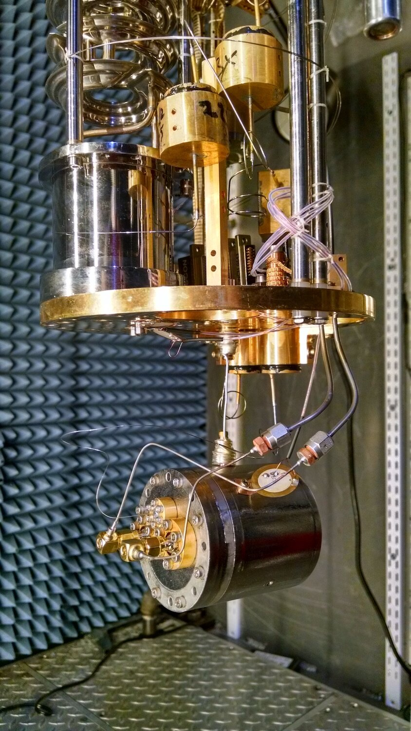 Dr. De Lorenzo's experimental setup for her Ph.D. work measuring high-Q acoustic modes in superfluid helium-4 using optomechanical coupling to microwave modes.