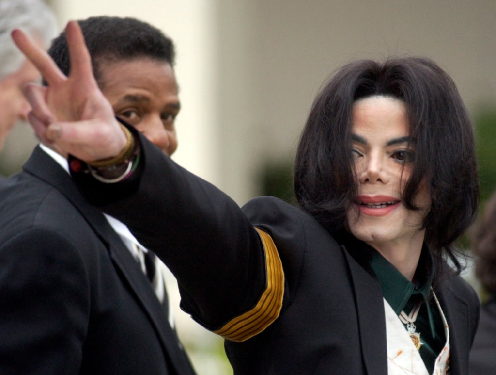 "- R. Kelly, Michael Jackson and the Lingering Questions About Child Sex Abuse CasesShaila Dewan | March 8, 2019The explosive documentaries ""Leaving Neverland"" and ""Surviving R. Kelly"" have reignited a national conversation about child sex abuse."