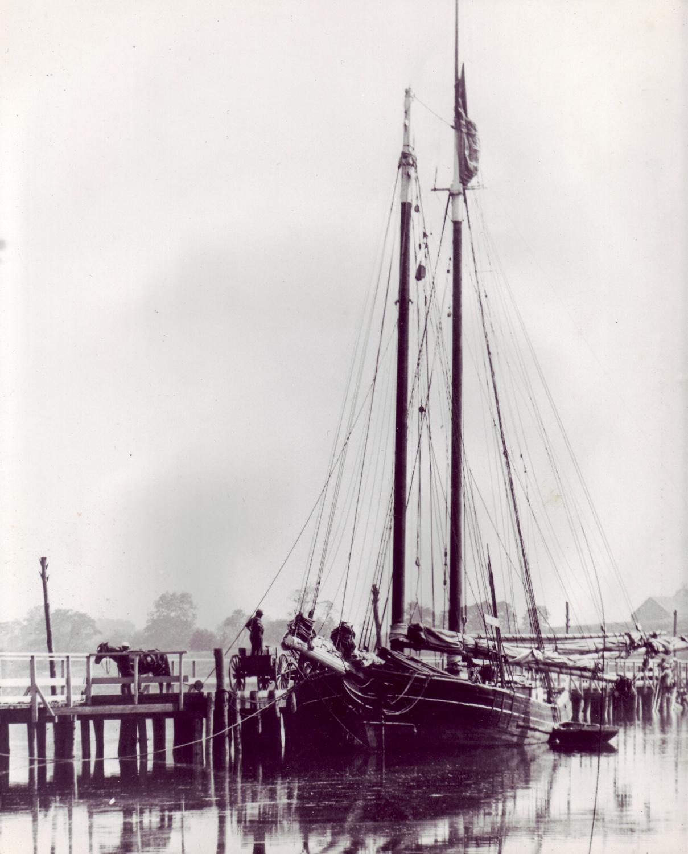 Loading coal, Strong's Bridge, Long Island, New York, 1880