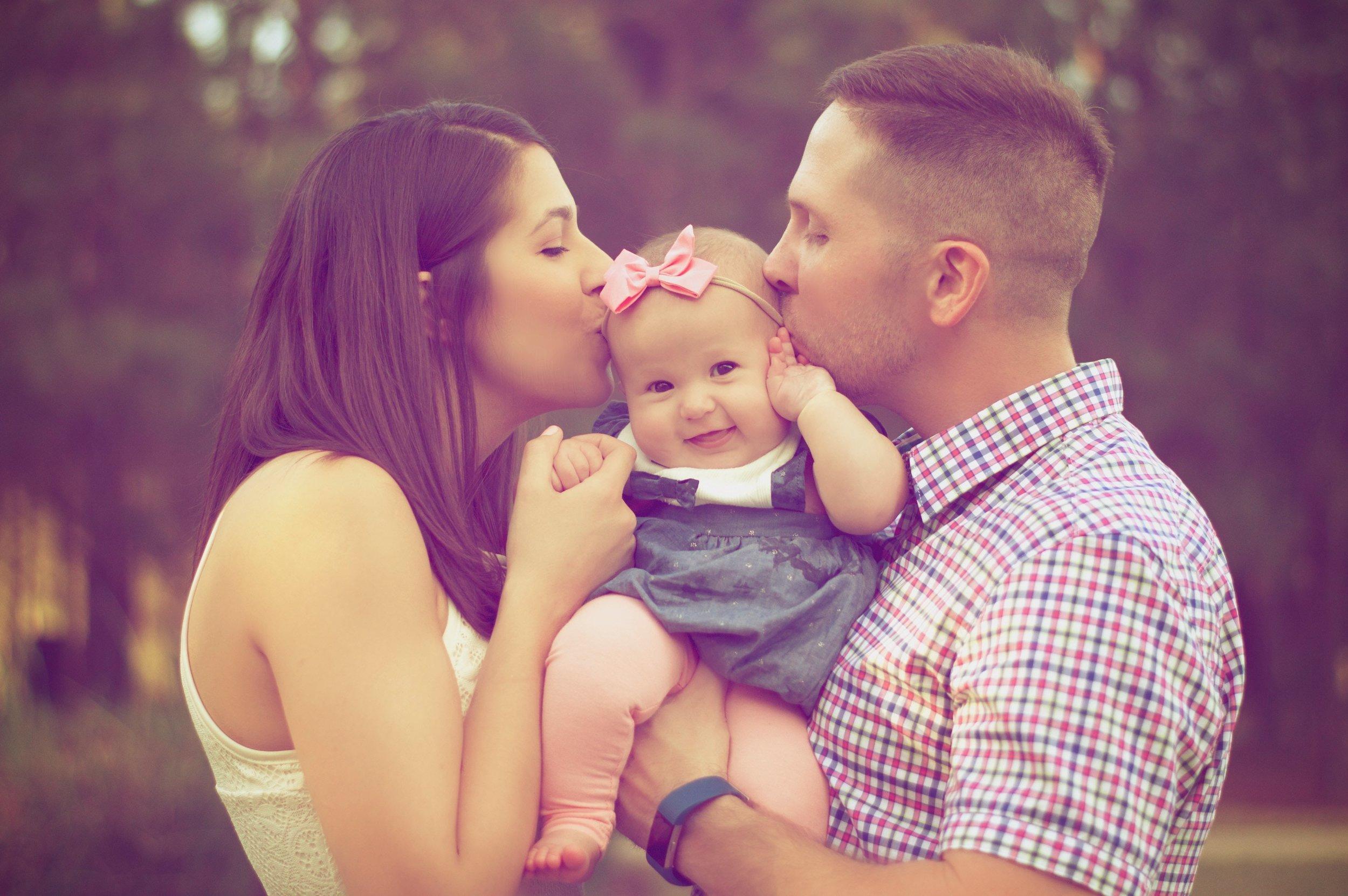 affection-baby-baby-girl-377058.jpg