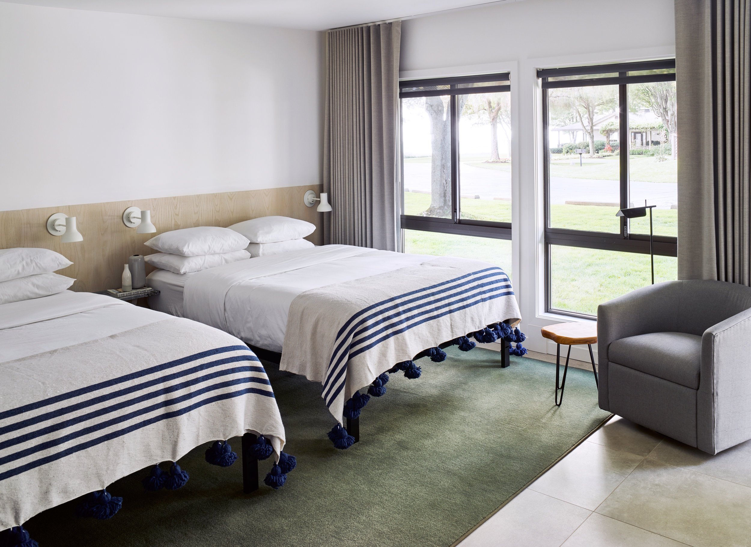517-LVR_Room20Bed_68758-03-03.jpg