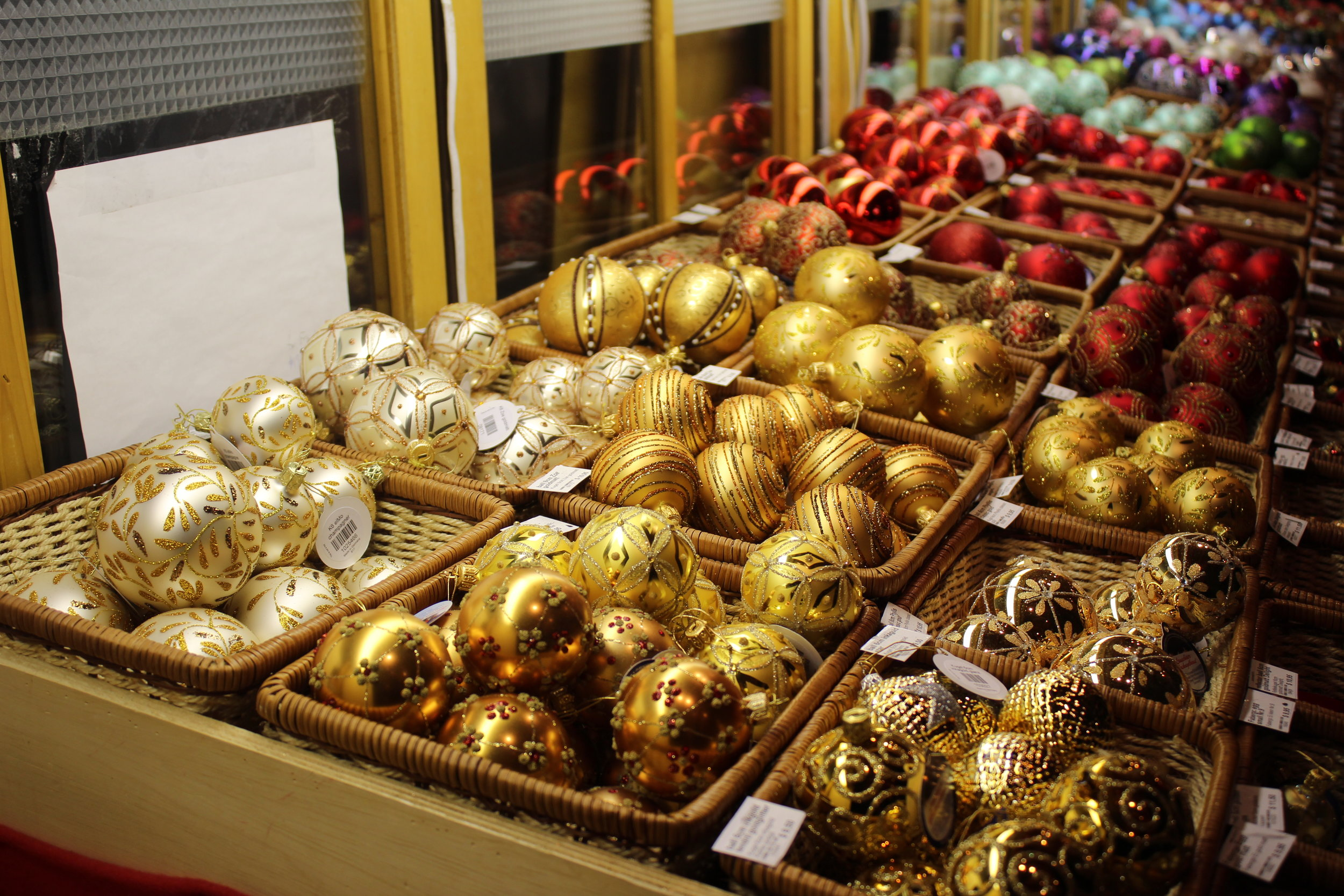 Plenty of ornaments to choose from!
