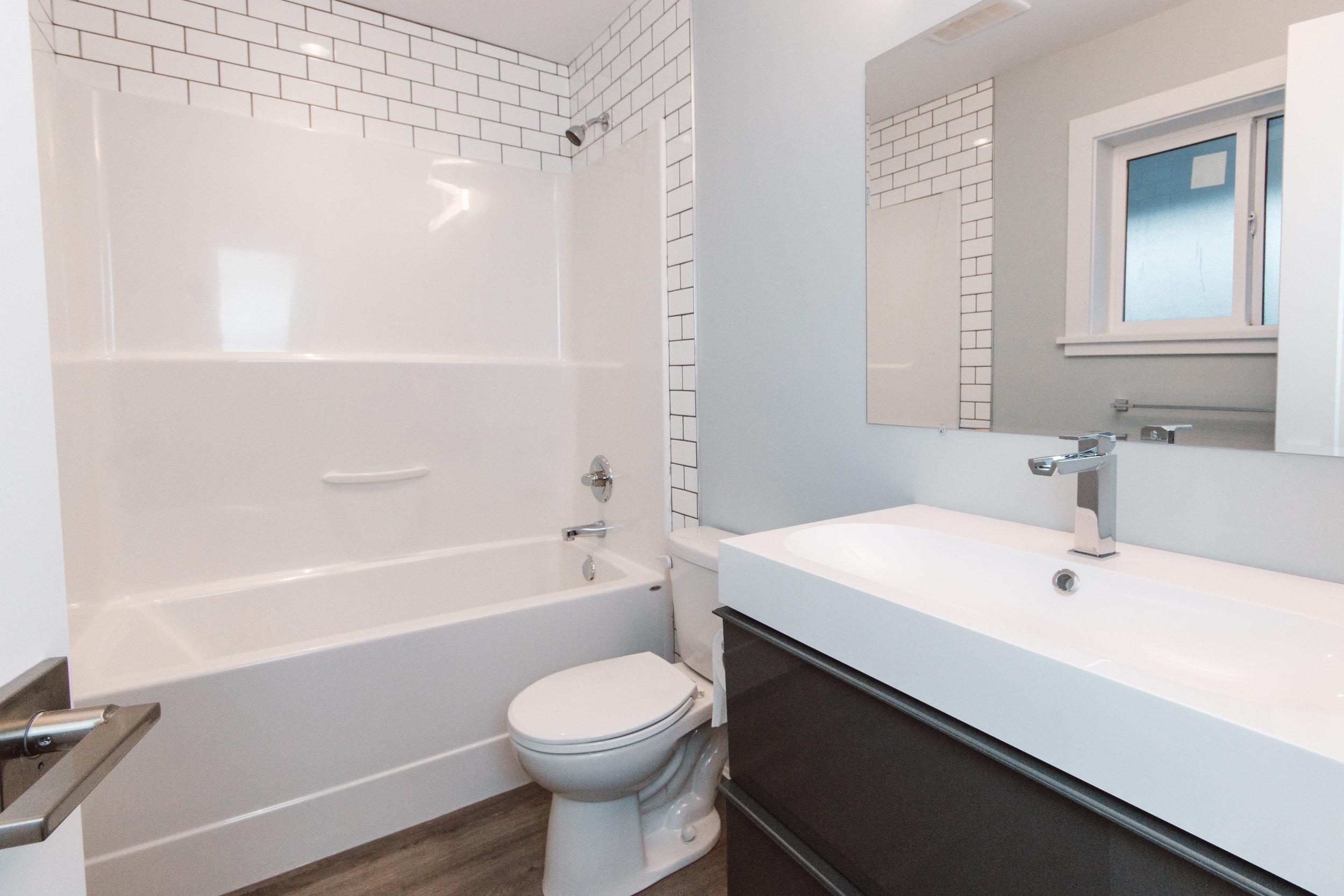 Suite1_Bathroom3.jpg
