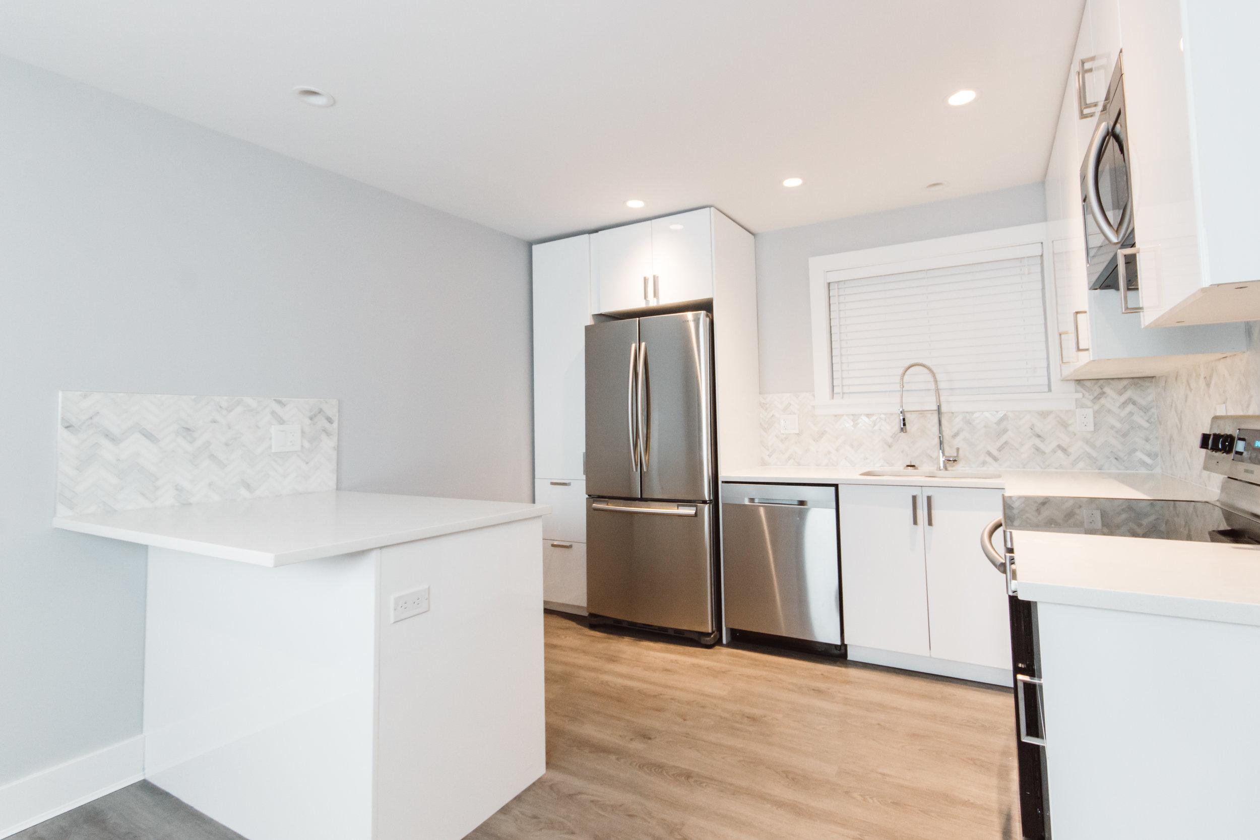 Suite2_Kitchen2.jpg