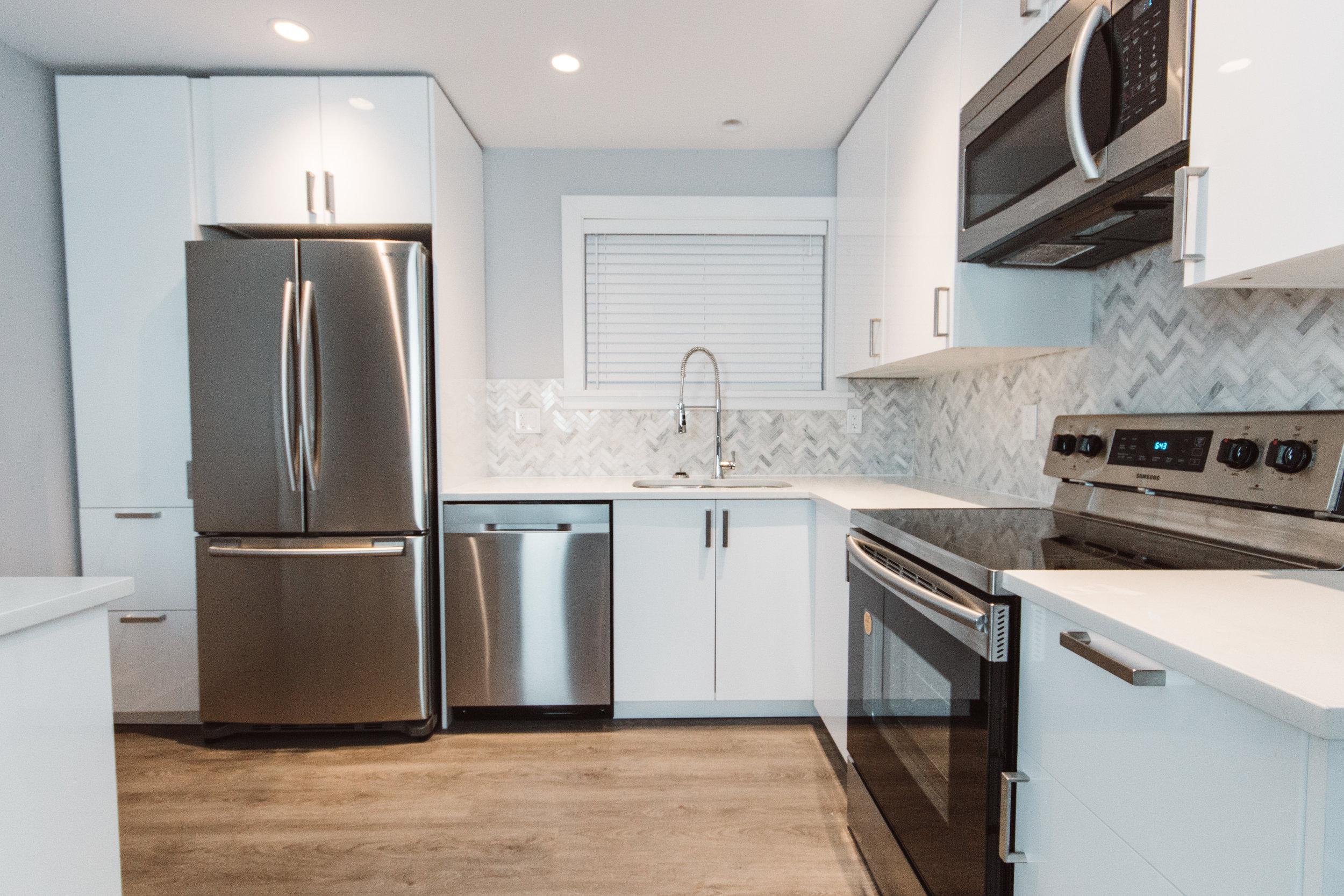 Suite2_Kitchen4.jpg