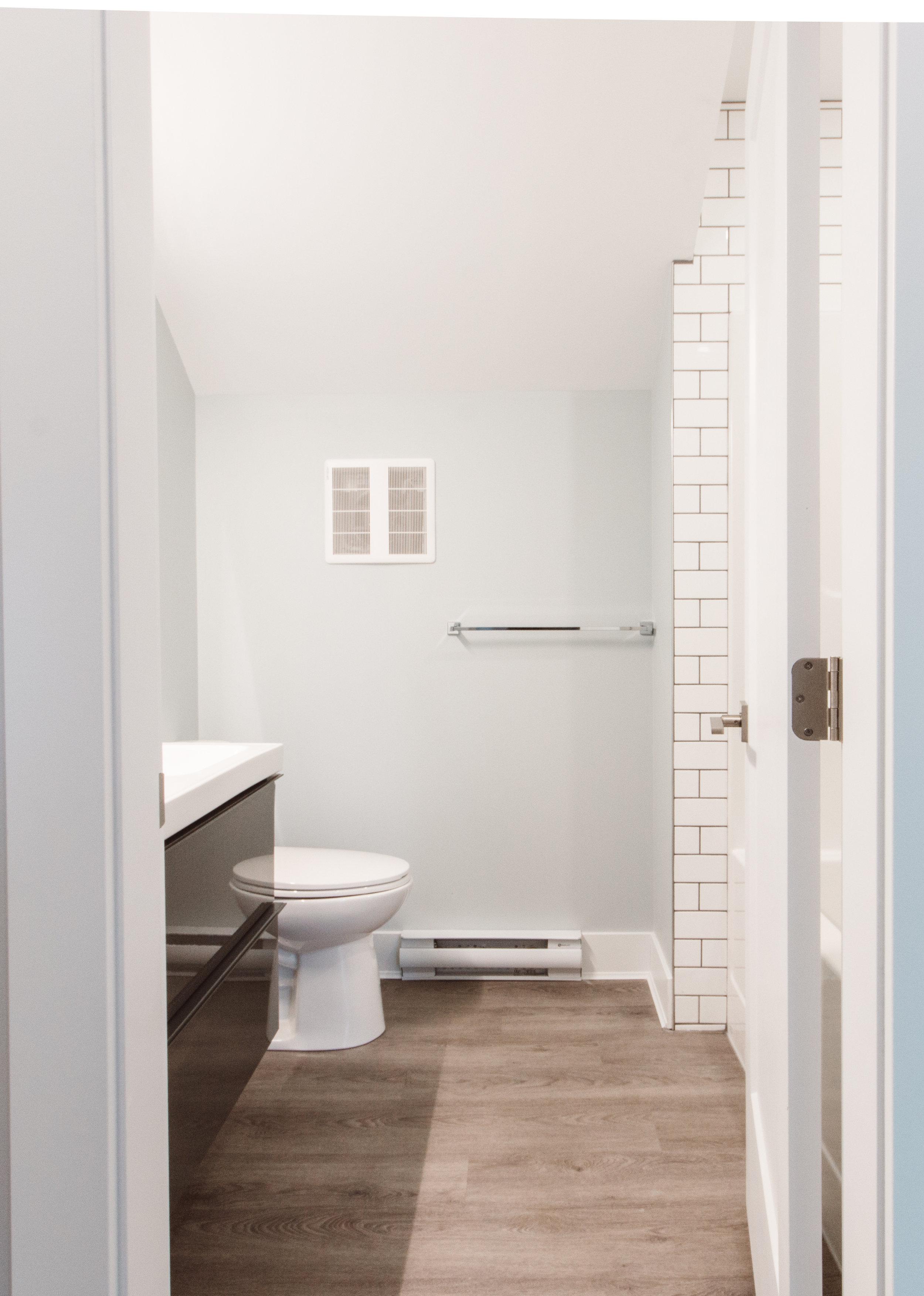Suite3_Bathroom1.jpg
