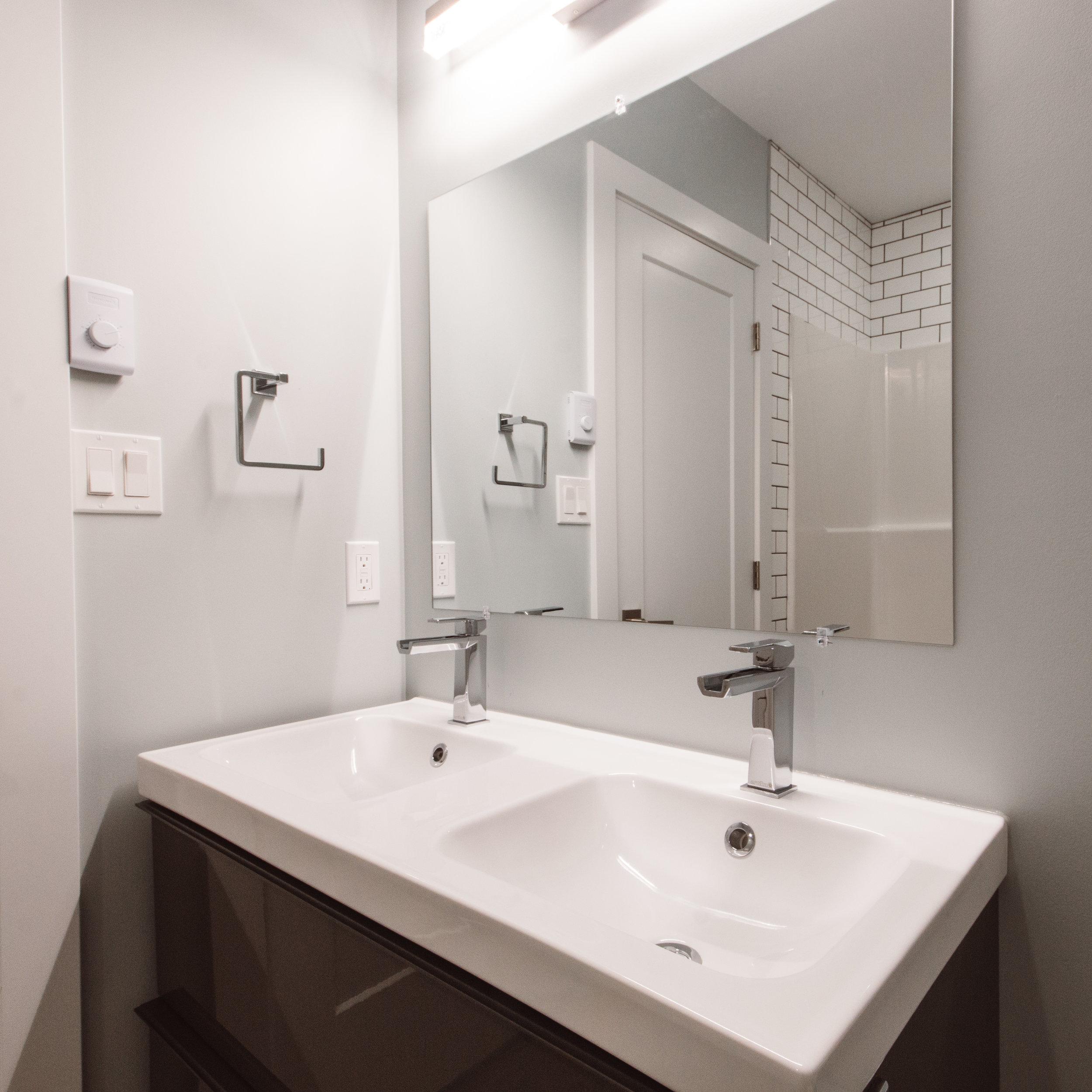 Suite3_Bathroom4.jpg