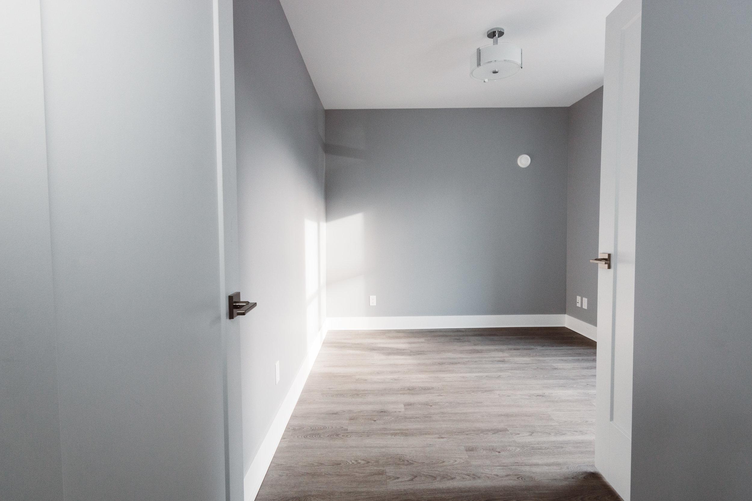 Suite3_MasterBedroom1.jpg