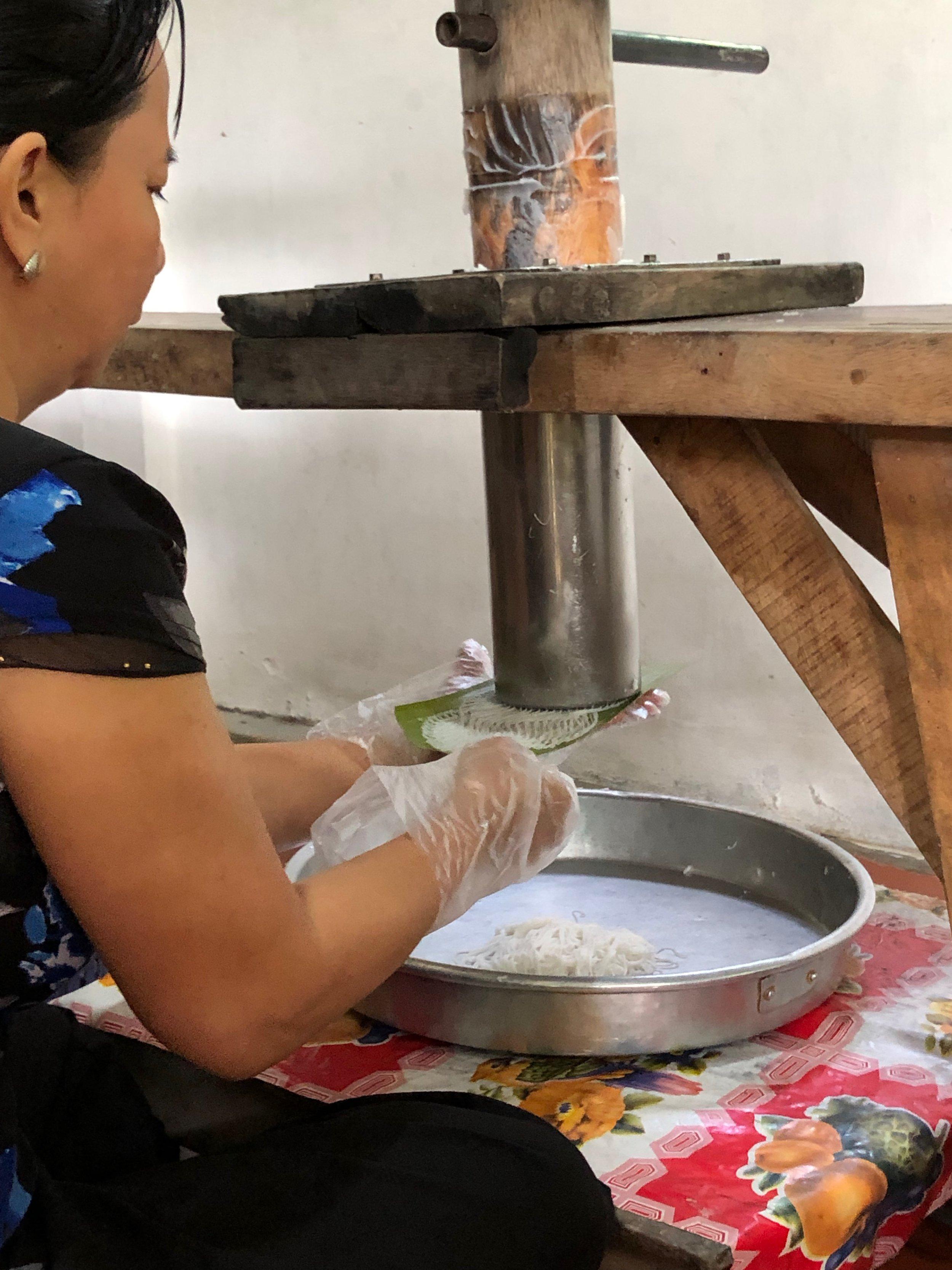 Making fine rice vermicelli