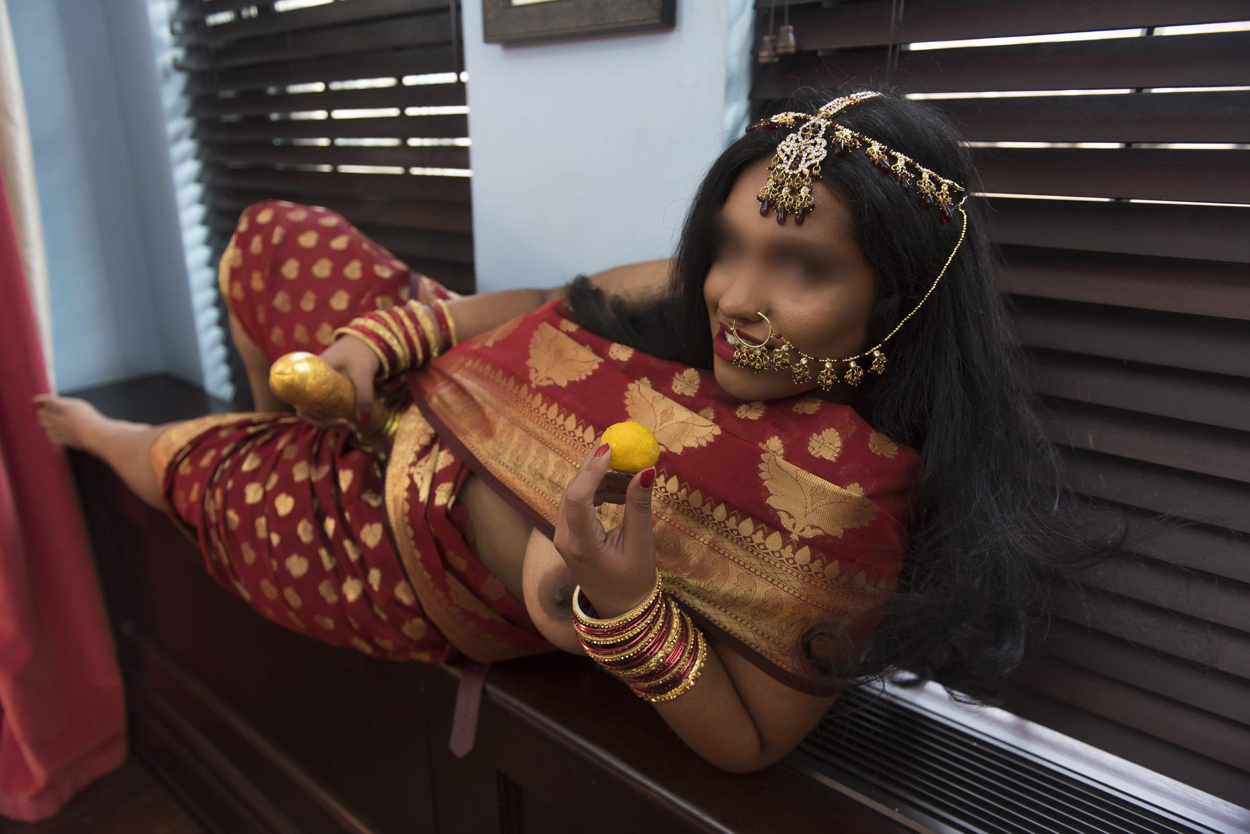 full-figured brunette east Indian escort and Mistress Jasmine Praveena USA NYC Philadelphia, NJ, Washington DC